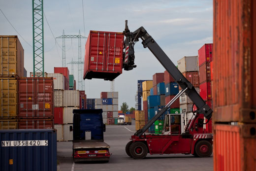 Forklift-hoisting-cargo-container